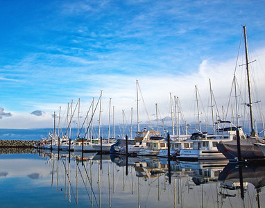Located just 25 kilometres north of Victoria, close to the Victoria International Airport and the BC Ferry terminal, the little town of Sidney-by-the-Sea offers the charm of a small community, in rural surroundings.